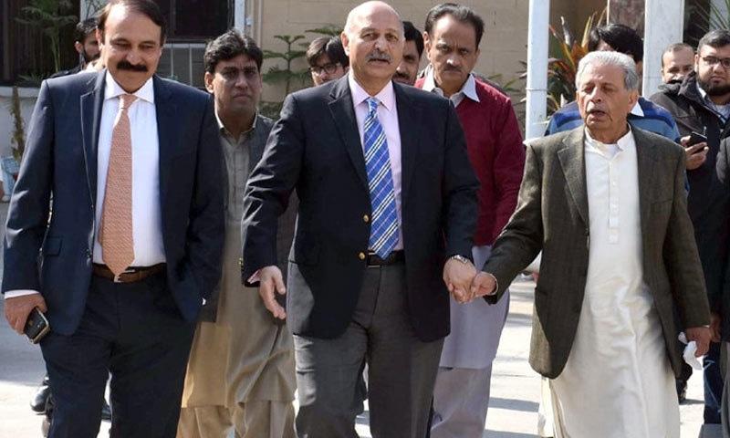 مشاہد حسین سید نے کہا کہ پی پی پی اور مسلم لیگ (ن) کا مشترکہ لائحہ عمل ہوگا—فائل/فوٹو:ڈان