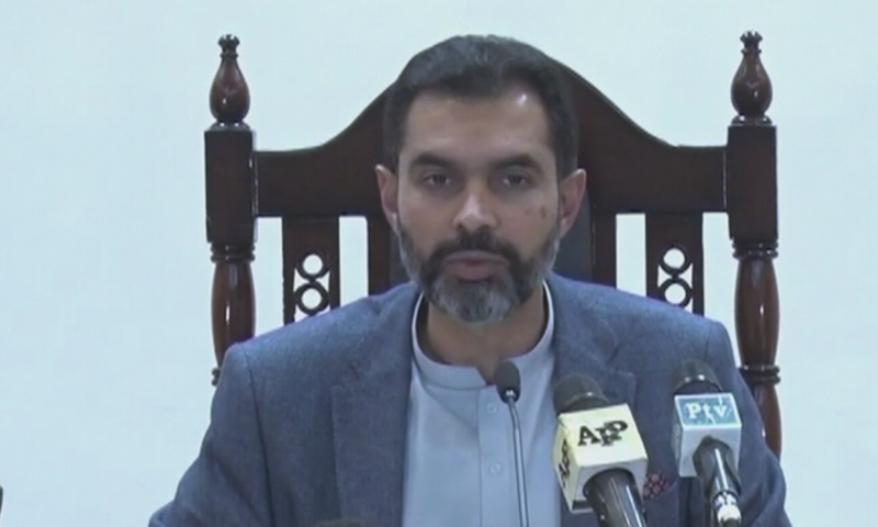 State Bank Governor Reza Baqir unveils the new policy rate. — DawnNewsTV