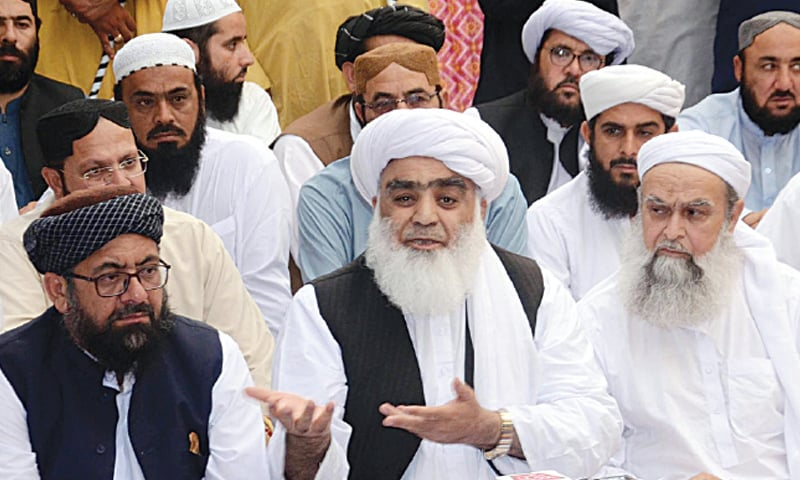 QUETTA: The provincial chief of Jamiat Ulema-i-Islam-Fazl, Maulana Abdul Wasay, speaks at a press conference here on Wednesday. — Online