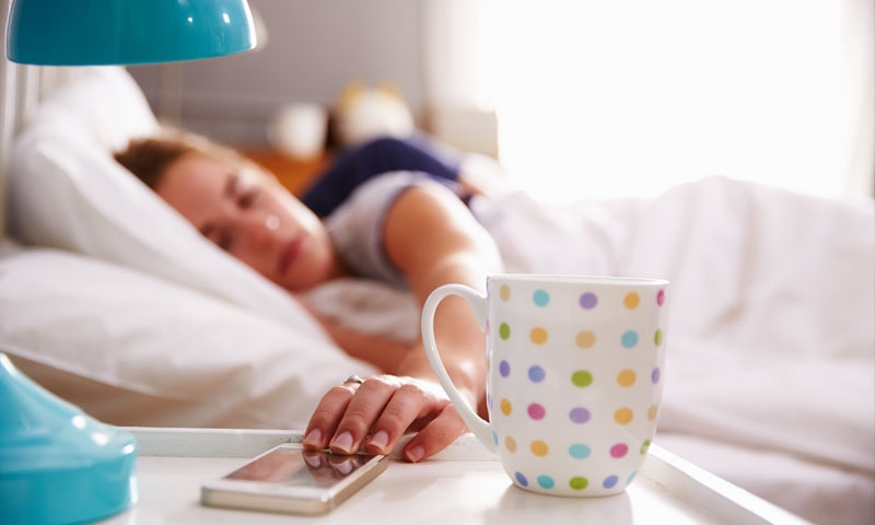 تحقیق میں مزید بتایا گیا ہے کہ دوپہر کی یہ مختصر نیند ذہنی صلاحیت پر زبردست مثبت اثرات مرتب کرتی ہے۔ فوٹو/ شٹراسٹاک