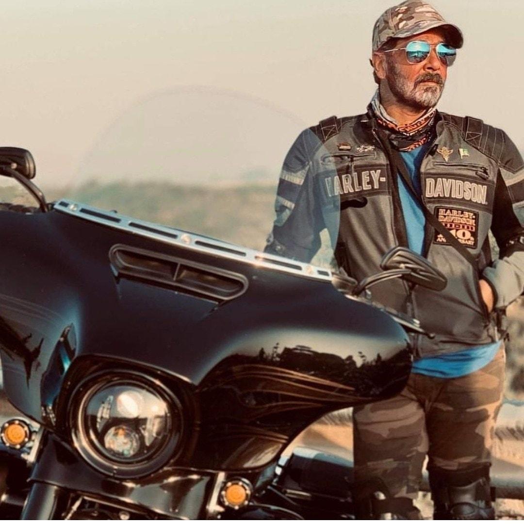 Doesn't he look like a cool biker-dad?