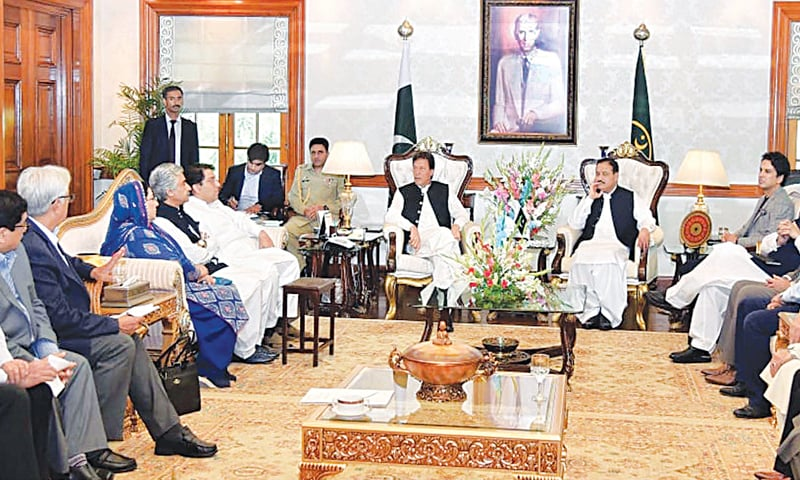 LAHORE: Prime Minister Imran Khan speaks to a delegation of the Lahore Chamber of Commerce and Industry on Thursday. Punjab Chief Minister Sardar Usman Buzdar is also present on the occasion. — PPI