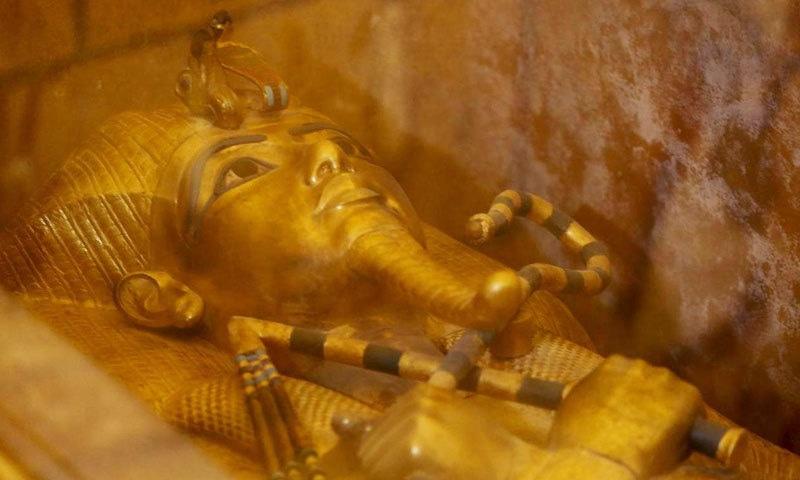 مصری فرعون طوطن خامن کے سونے کے تابوت کی مرمت