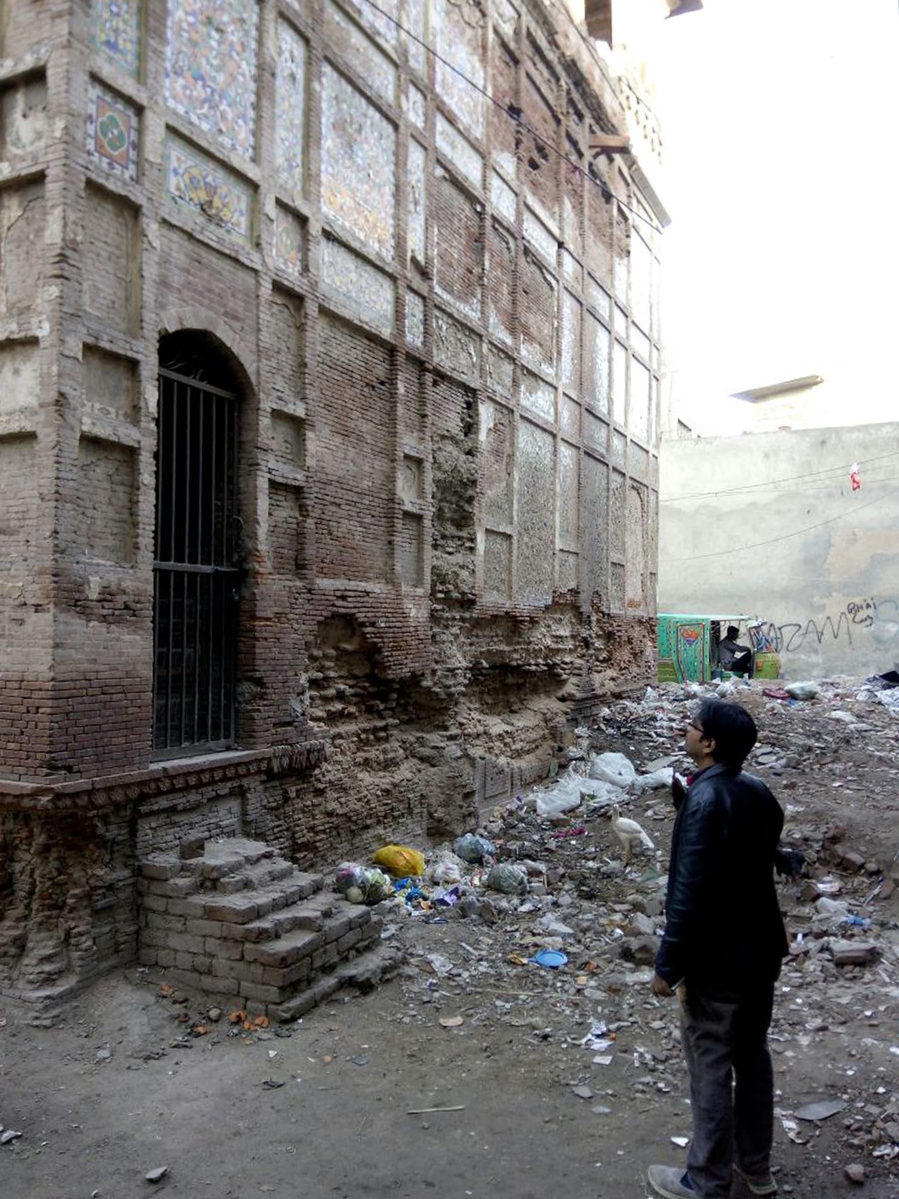 محکمہءِ آثار قدیمہ نے زیب النسا کے نام کی تختی یہاں نصب کر رکھی ہے