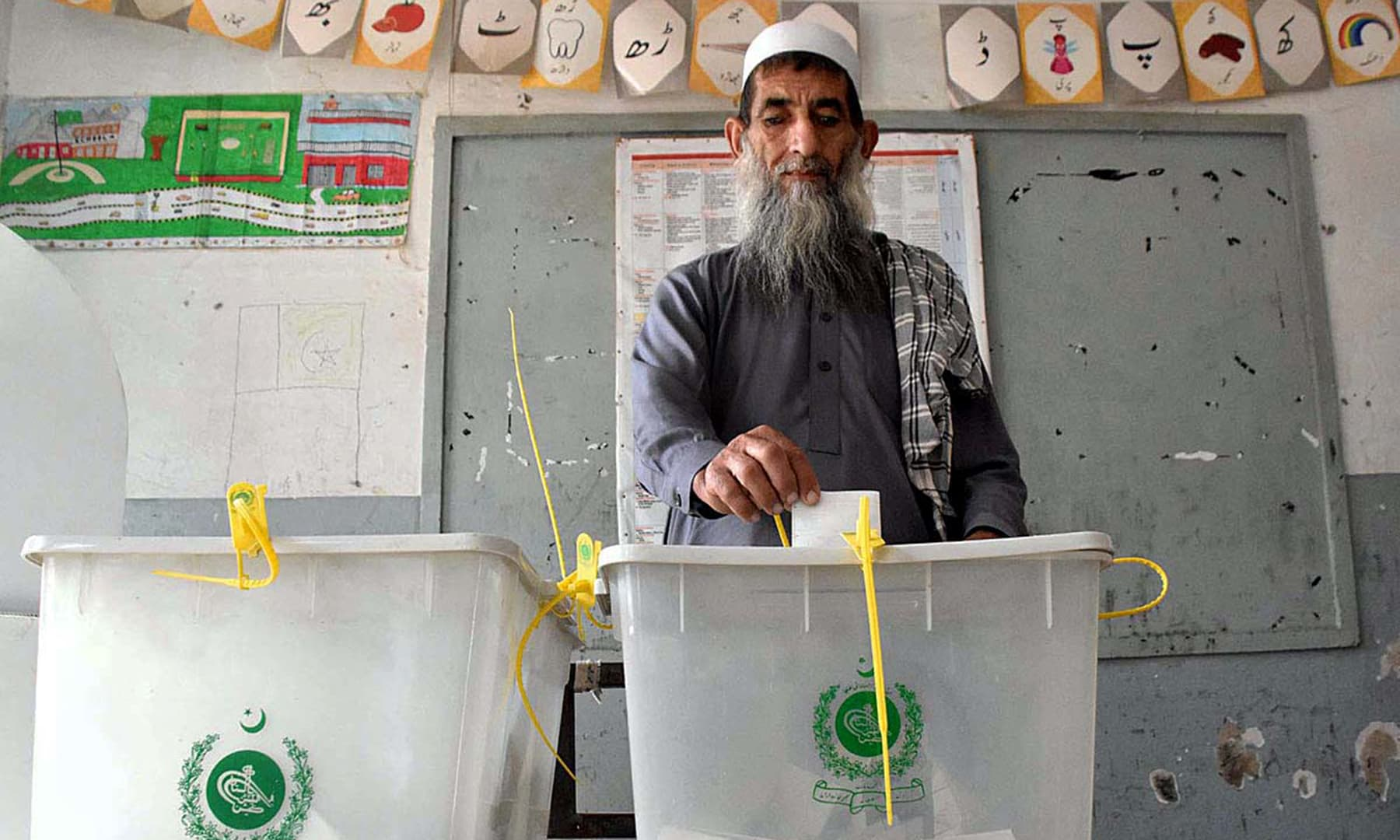 A senior citizen casting his vote in PK-107 during the first Provincial Assembly election in the merged districts in Khyber area. — APP