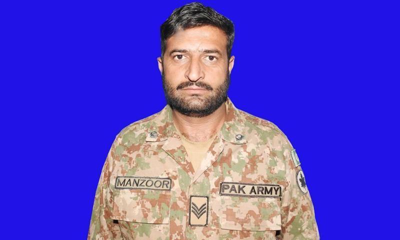 فائرنگ کے تبادلے میں حوالدار منظور عباسی شہید ہوئے — فوٹو: آئی ایس پی آر