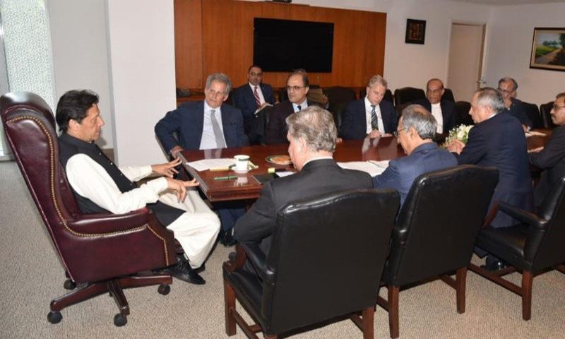 وزیر اعظم عمران خان سے آئی ایم ایف کے قائم مقام منیجنگ ڈائریکٹر نے ملاقات کی—فوٹو: ٹوئٹر