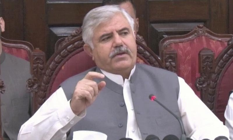 Khyber Pakhtunkhwa Chief Minister Mahmood Khan addresses a press conference in  Peshawar on Monday. — DawnNewsTV