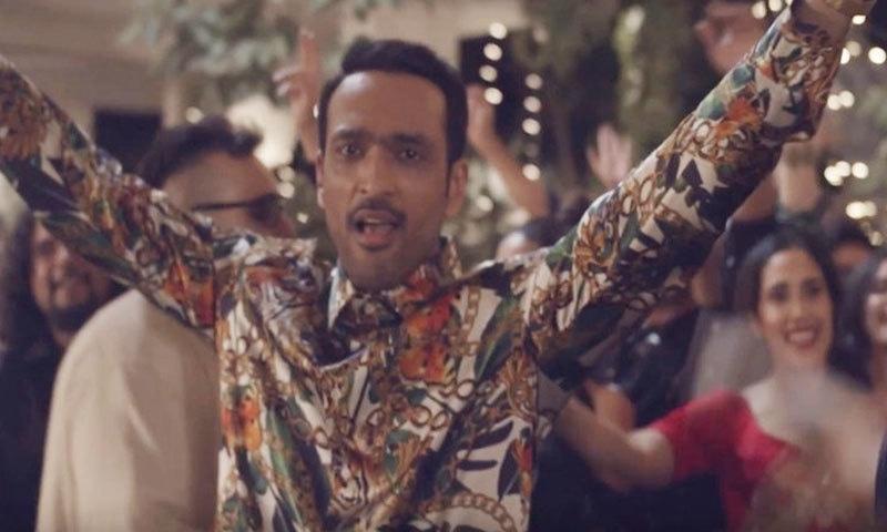گانے میں علی سیٹھی کو میلوڈی اسٹائل میں رقص کرتے دکھایا گیا ہے—اسکرین شاٹ