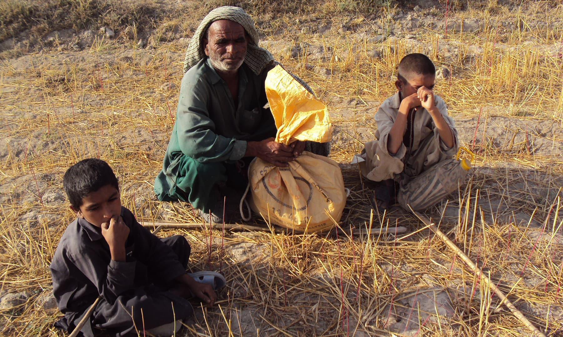 پانی کی عدم دستیابی کے باعث لوگ نقل مکانی کرنے پر مجبور ہیں—تصویر ابوبکر شیخ