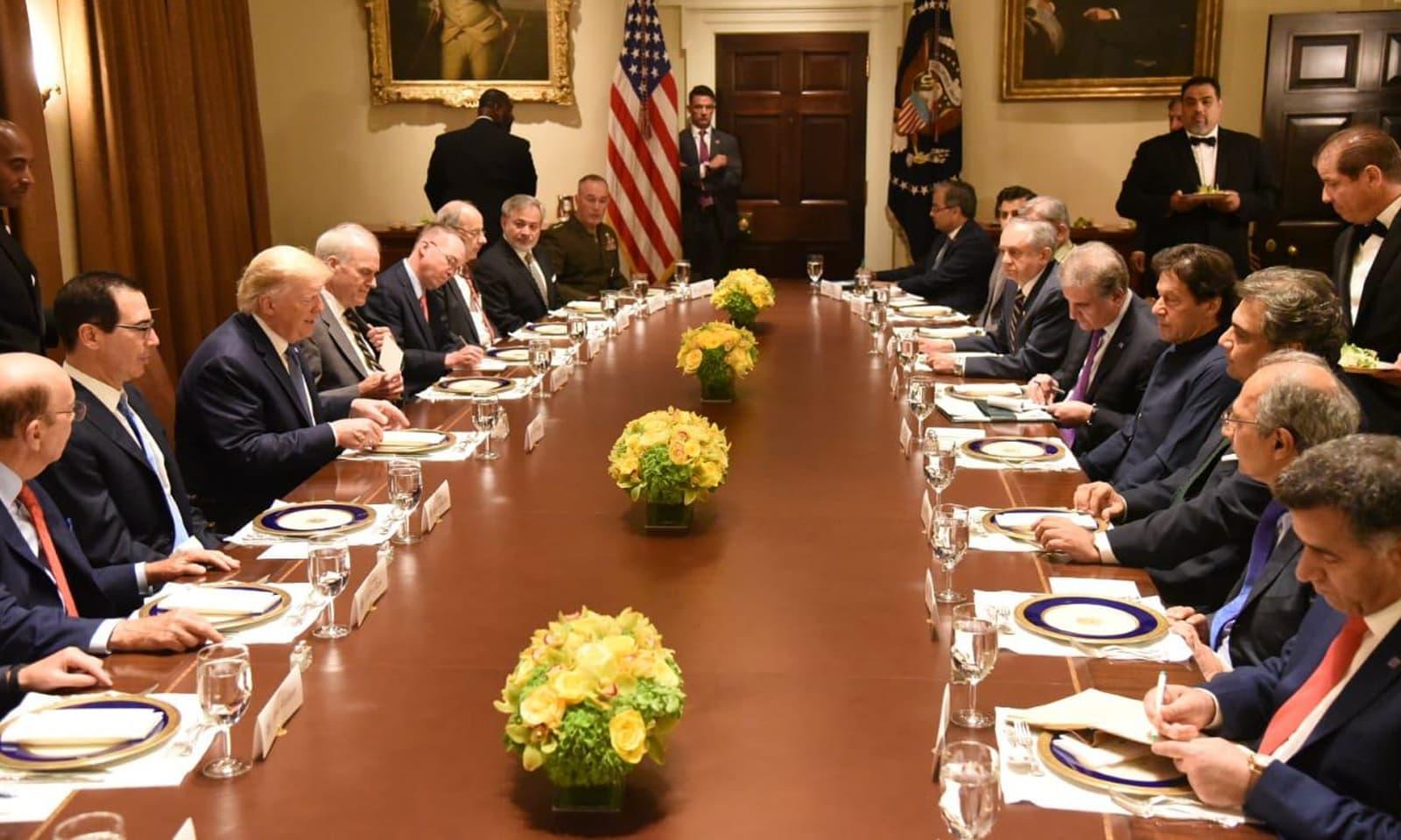 ملاقات میں پاکستان امریکا کے دو طرفہ تعلقات، باہمی دلچسی کے امور پر گفتگو ہوئی —فوٹو: بشکریہ ٹوئٹر