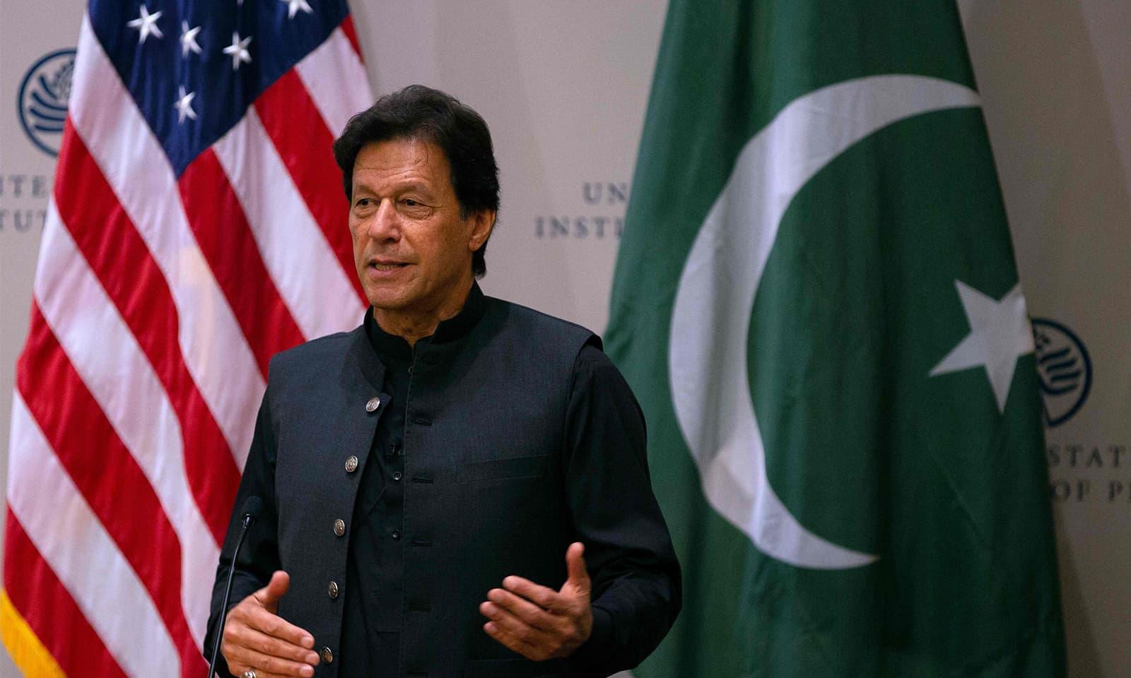 وزیراعظم عمران خان نے افغان امن عمل میں ہر ممکن تعاون کی یقین دہانی کرائی—فوٹو: اے ایف پی