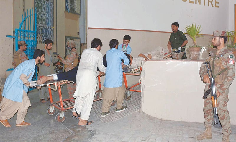 QUETTA: Rescue workers shifting injured persons to hospital after the bomb explosion.—INP