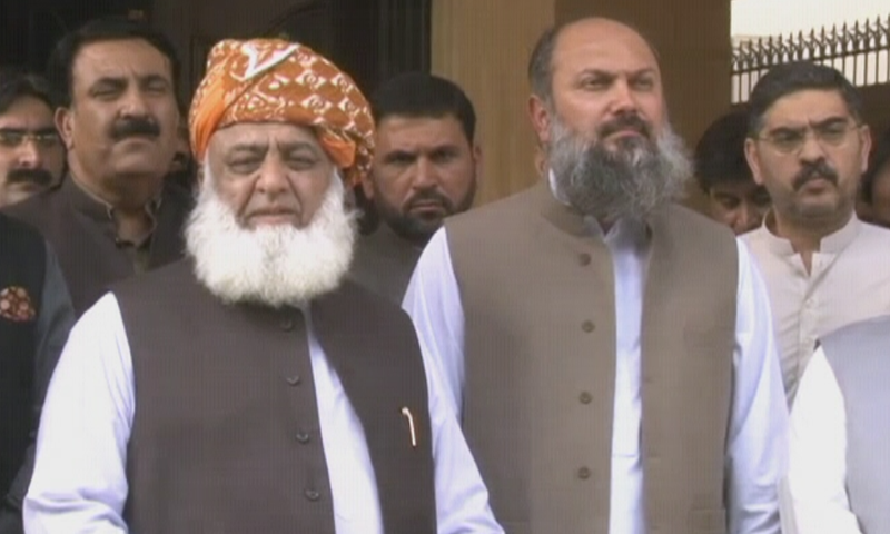 JUI-F chief Maulana Fazlur Rehman and Balochistan Chief Minister Jam Kamal Alyani talk to reporters outside the former's residence in Islamabad. — DawnNewsTV screengrab