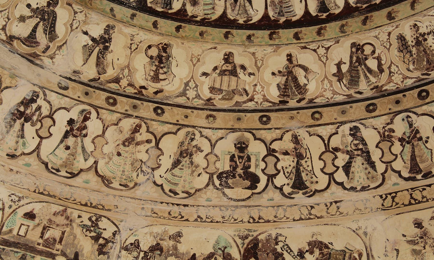 گوڑی مندر کے اندر نقش و نگاری—تصویر اختر حفیظ
