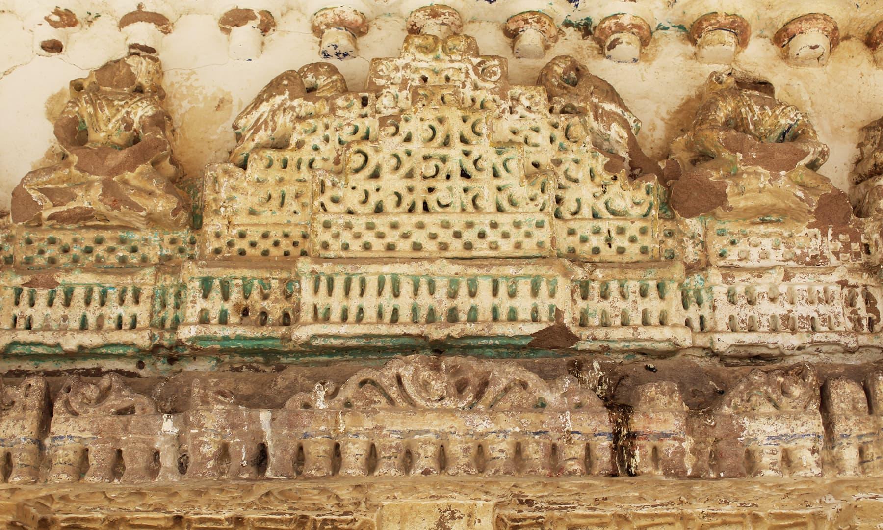 صحرائے تھر میں واقع ایک جین مندر کا اندرونی منظر—تصویر اختر حفیظ
