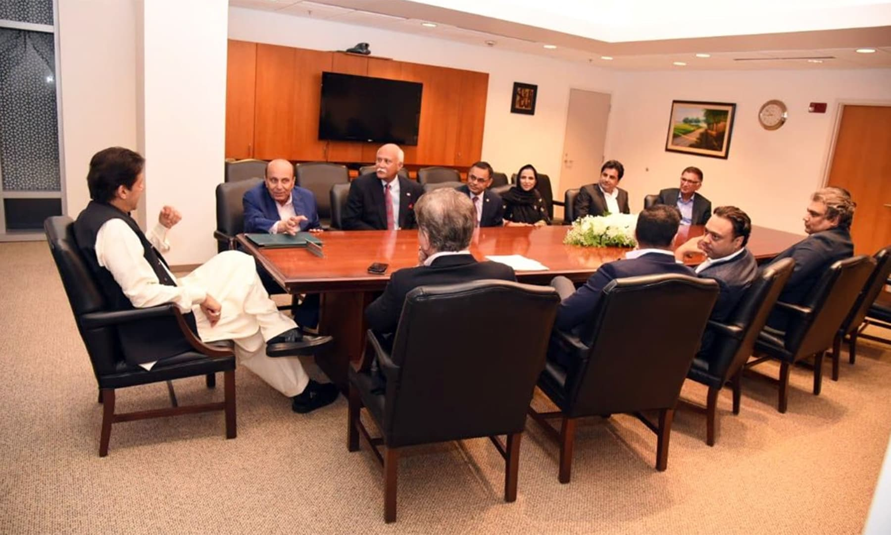 PM Imran meeting with investors and urging them to avail opportunities in Pakistan. — PTI Official