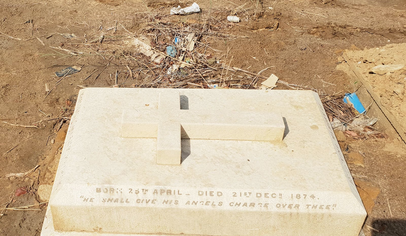 وہ قبریں جن پر تاریخیں درج ہیں—تصاویر: وقار محمد خان
