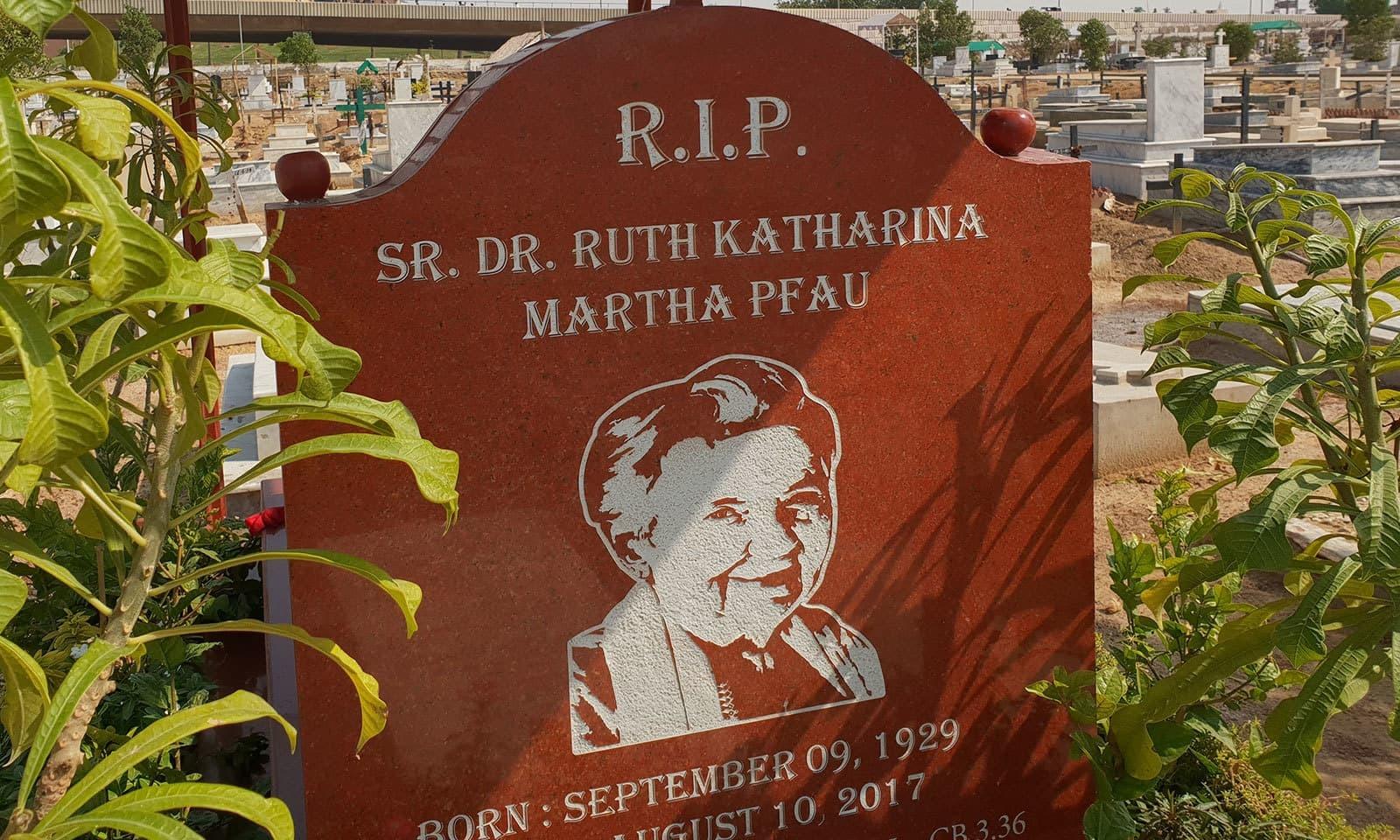 پاکستانی مدر ٹریسا کہلائی جانے والی ڈاکٹر رتھ فاؤ کی ڈیجیٹل قبر—تصاویر: وقار محمد خان