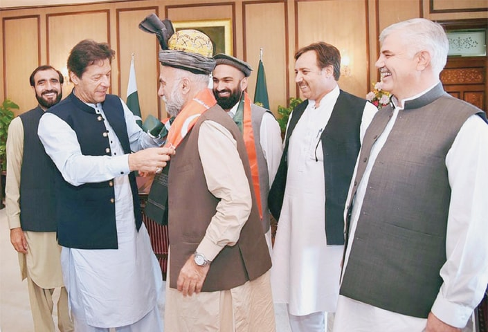 ISLAMABAD: Prime Minister Imran Khan welcomes former MNA Dr Ghazi Gulab Jamal on joining the Pakistan Tehreek-i-Insaf at PM Office on Friday.—APP