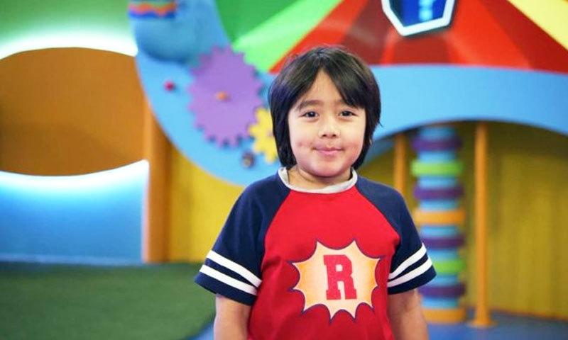 امریکی بچہ ریان کمائی میں پہلے نمبر پر ہے—فوٹو: نیٹ ورتھ بز