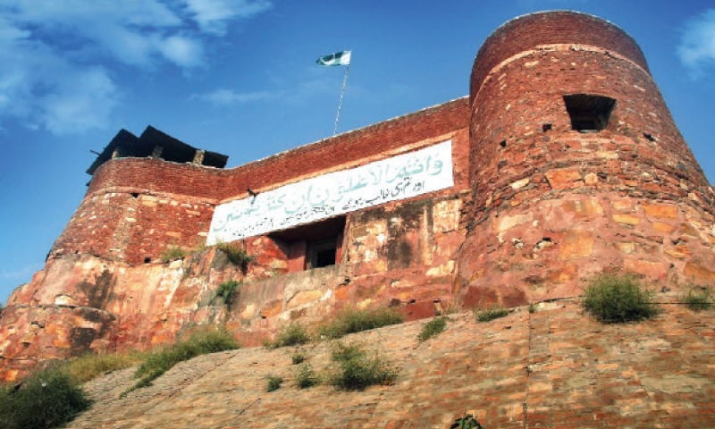 A view of the historic Jamrud Fort. (Below) Sikh community members visit the fort. — Dawn