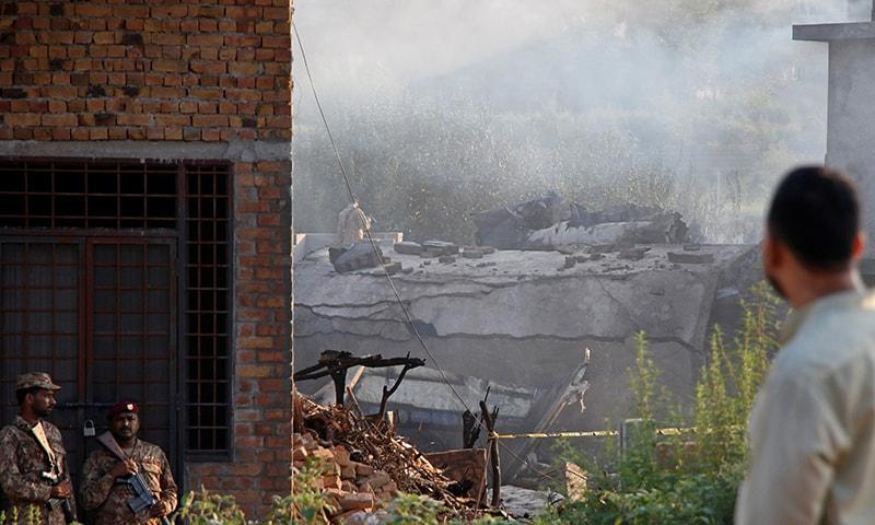 حادثے میں 12 شہری بھی جاں بحق ہوئے — فوٹو: رائٹرز