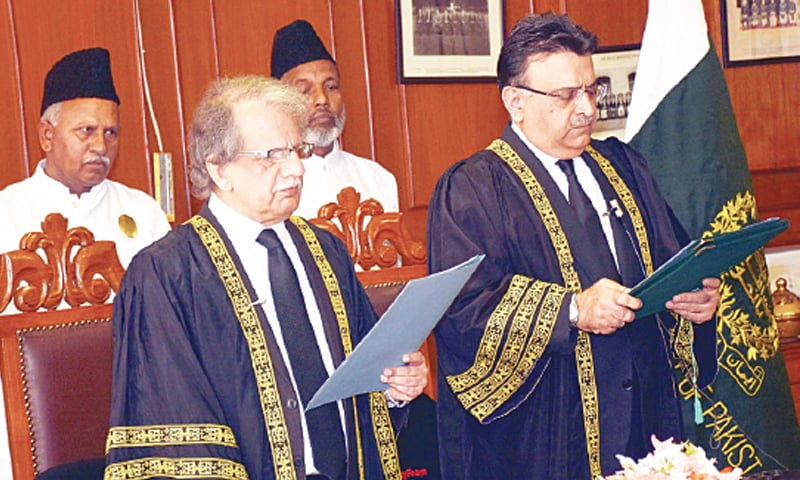 ISLAMABAD: Justice Sheikh Azmat Saeed, senior judge of the Supreme Court of Pakistan, taking oath as Acting Chief Justice of Pakistan. —INP