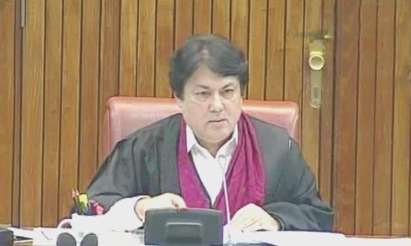 ایم کیو ایم پاکستان کے بیرسٹر سیف نے اجلاس کی صدارت کی — فوٹو: ڈان نیوز