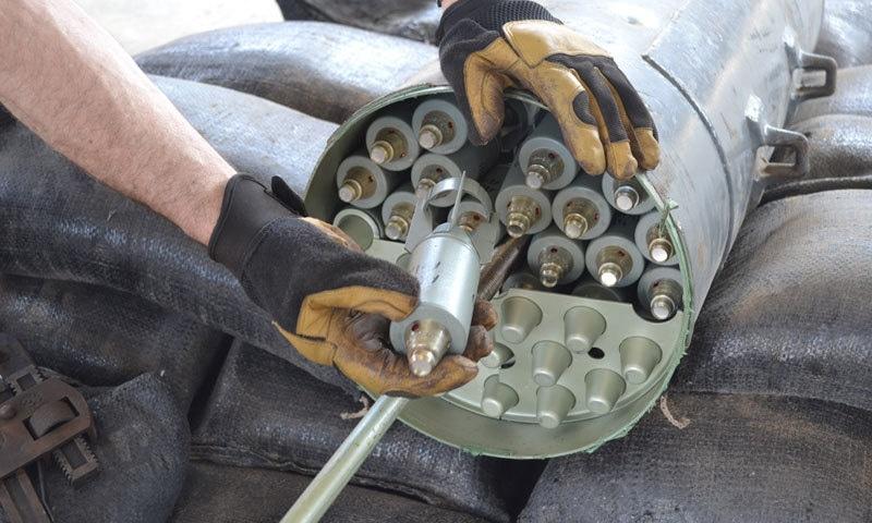 ایک کلسٹر بم کے اندر 2000 ہزار تک چھوٹے بم موجود ہو سکتے ہیں — فوٹو: فورڈومر