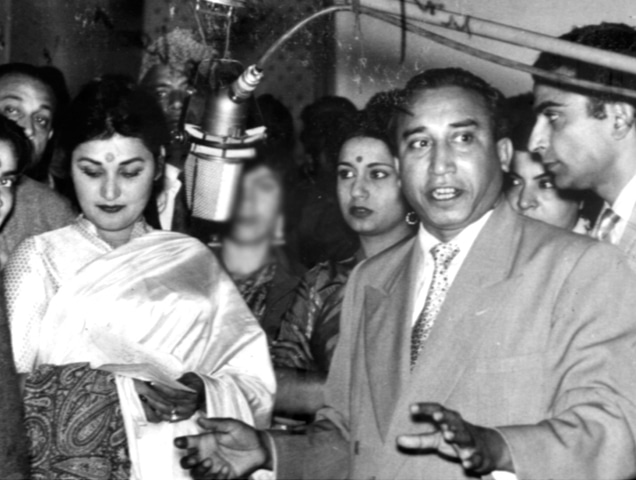 Madam Noor Jehan, actress Nighat Sultana, maestro Rasheed Attre and director Hassan Tariq at the recording of a song for Neend in 1959 - Photos provided by the writer