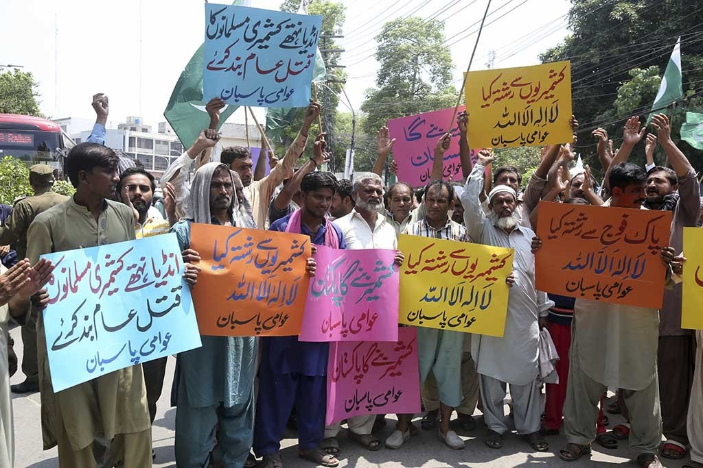 Protesters gather in Lahore to express solidarity for the people of IoK on Aug 5. — AP