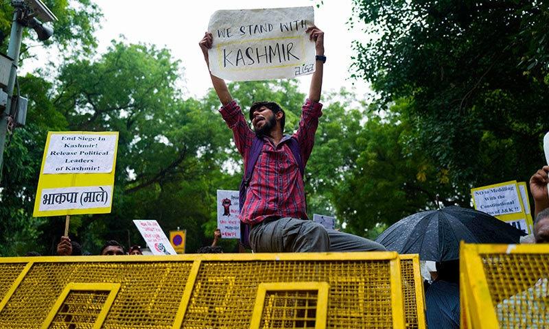 بھارتی میں انسانی حقوق کی تنظیمیں کشمیریوں سے یکجہتی کا اظہار کر رہے ہیں— فوٹو: اے ایف پی