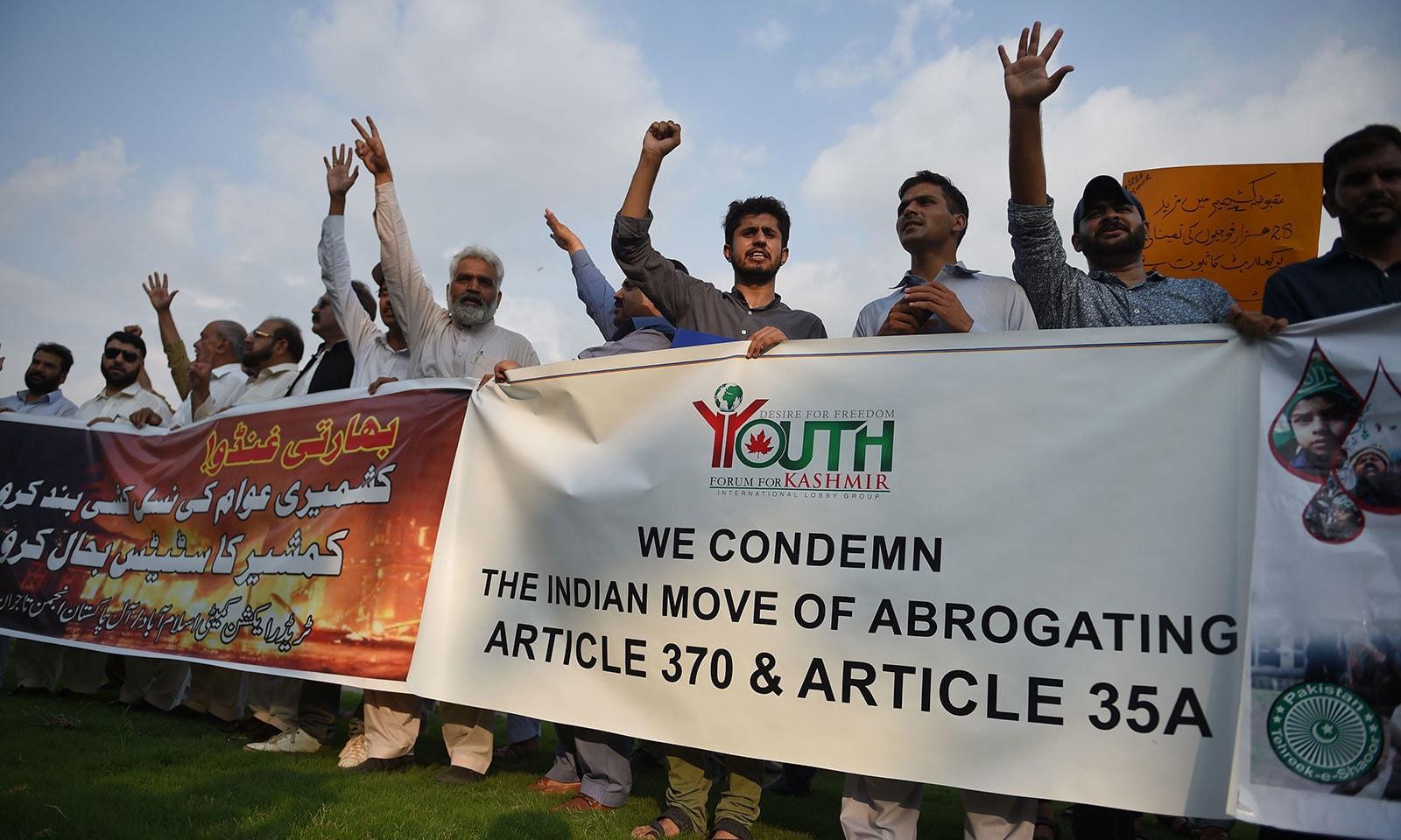 اسلام آباد میں شہریوں نے کشمیریوں کے ساتھ اظہار یکجہتی کیا — فوٹو: اسلام آباد