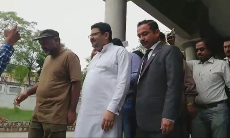 NAB officials escort former finance minister Miftah Ismail out of the IHC on Wednesday. — DawnNewsTV