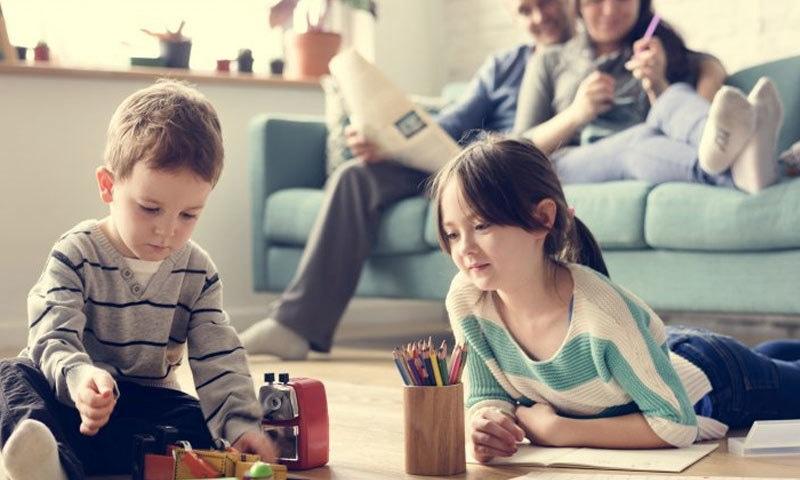تمام والدین کا خیال ہوتا ہے کہ وہ آئیڈیل ہیں —فوٹو: شٹر اسٹاک