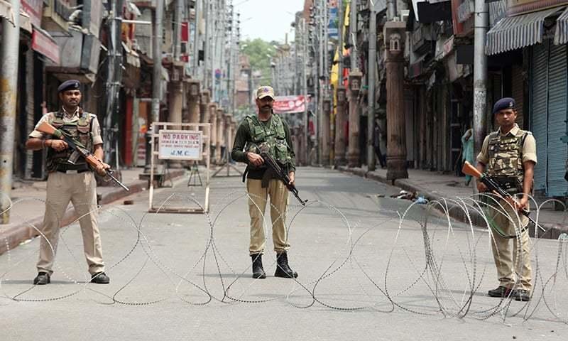 مقبوضہ کشمیر میں اضافی بھارتی فوجی تعینات کیے گئے ہیں—فائل فوٹو: رائٹرز