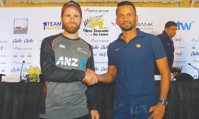 COLOMBO: Sri Lankan captain Dimuth Karunaratne (R) shakes hands with his New Zealand counterpart Kane Williamson during a media briefing ahead of their two-Test series on Wednesday.—AP