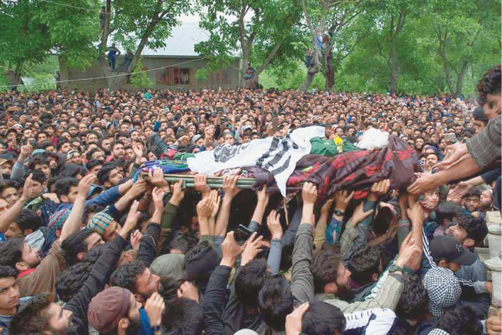 The funeral procession of Kashmiri rebel commander Naseer Pandith in Pulwama, May 16 | Yasin Dar/AP