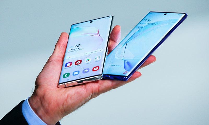 دونوں موبائل کو جہاں پتلا بنایا گیا ہے، وہیں دونوں کو طاقتور ترین بھی بنایا گیا ہے—فوٹو: رائٹرز