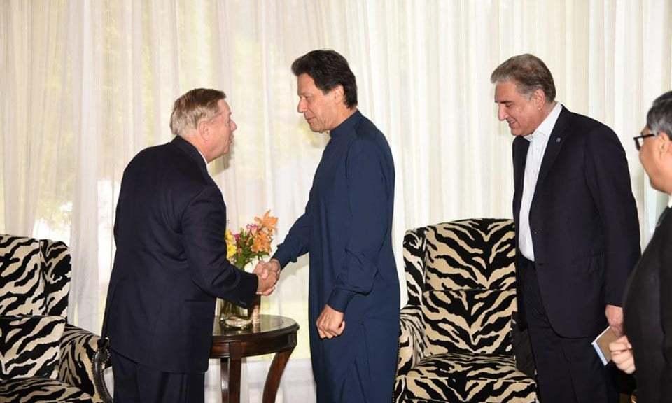 شمیر میں بڑھتے ہوئے بحران سے متعلق پاکستانی وزیر خارجہ سے بات ہوئی، لنزے گراہم  — فوٹو: ٹوئٹر