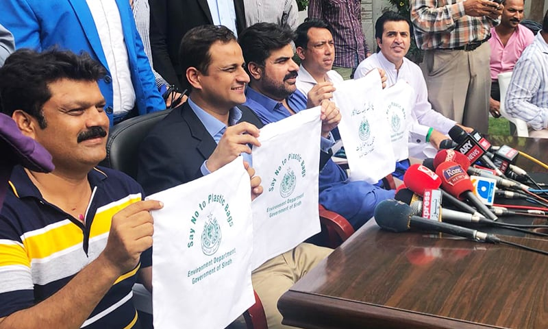 Barrister Murtaza Wahab and others show cloth bags distributed among citizens. — Photo provided by author