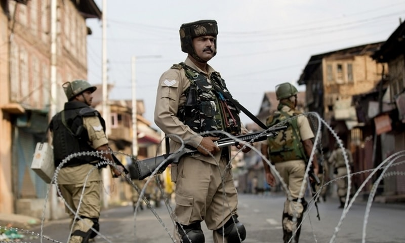مقبوضہ کشمیر میں کئی روز سے کرفیو نافذ ہے—فائل فوٹو: اے پی