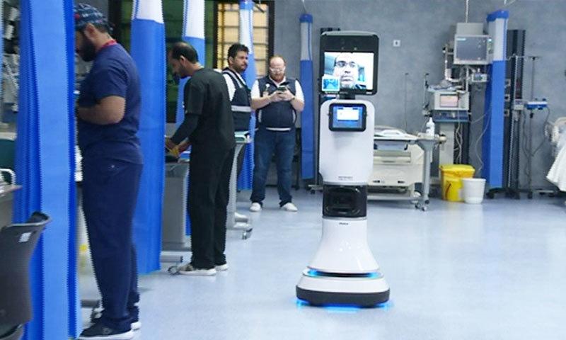 منیٰ کے ہسپتالوں میں روبوٹ ڈاکٹرز کو تعینات کیا گیا ہے—فوٹو: العربیہ ڈاٹ نیٹ