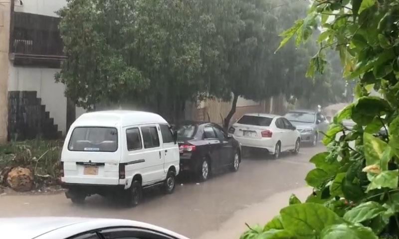 بارش کے باعث شہری علاقوں میں سیلابی صورتحال کا اندیشہ ظاہر کیا جارہا ہے—تصویر: اسکرین گریب