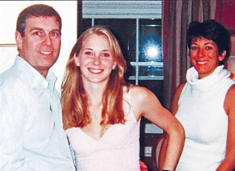 الزام لگانے والی خاتون شہزادہ اینڈریو اور جیفری اسٹپن کی محبوبا کے ہمراہ—فوٹو: این بی سی نیوز