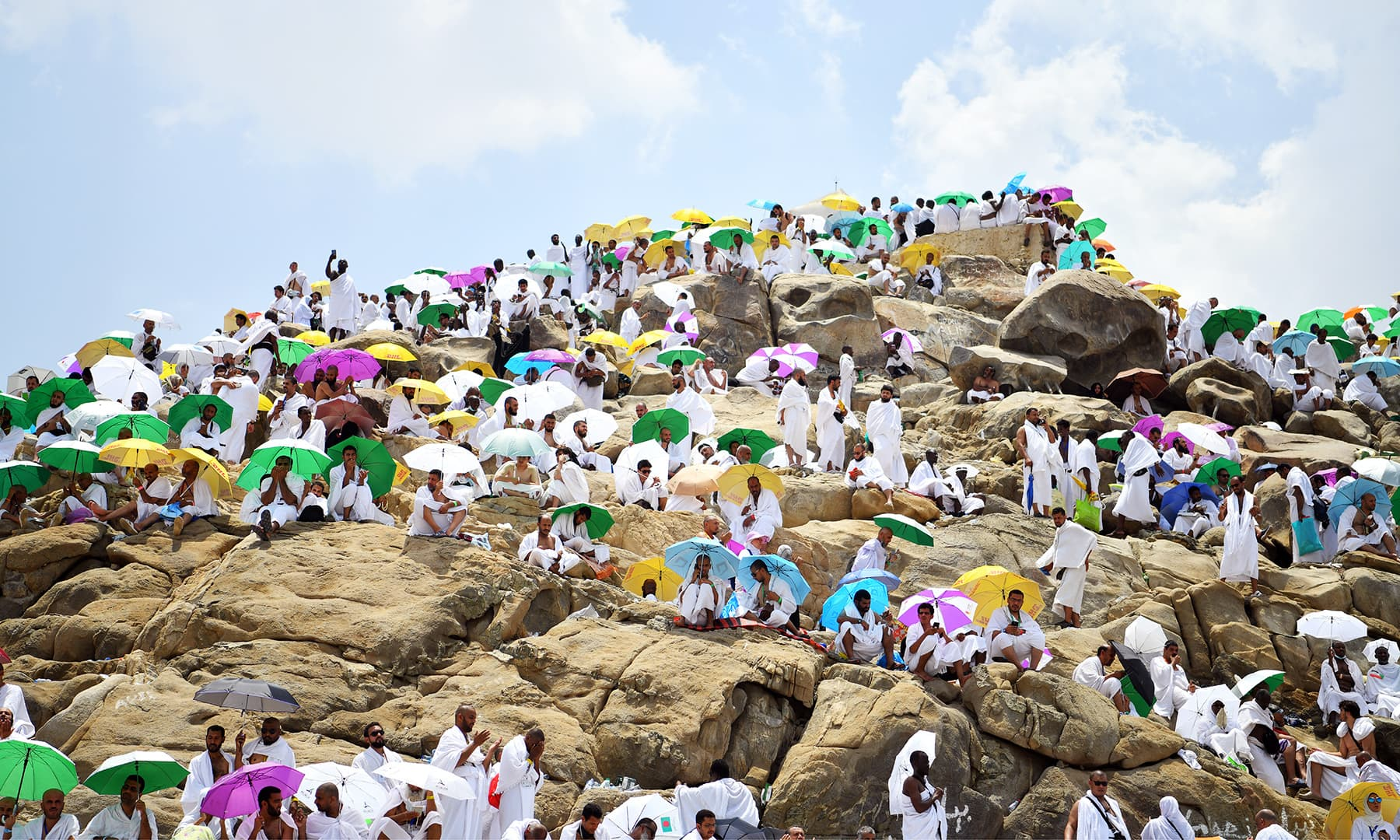 Muslim pilgrims pray on Mount of Mercy in Arafat ahead of the Eid al-Adha festival in holy city of Mecca, Saudi Arabia August 10, 2019. REUTERS/Waleed Ali