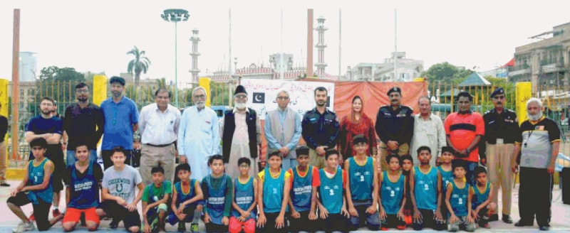 KARACHI: Participants of the Kids Independence Day exhibition basketball match are seen with chief guest SSP South Shiraz Nazir and other sports officials at the Arambagh court.