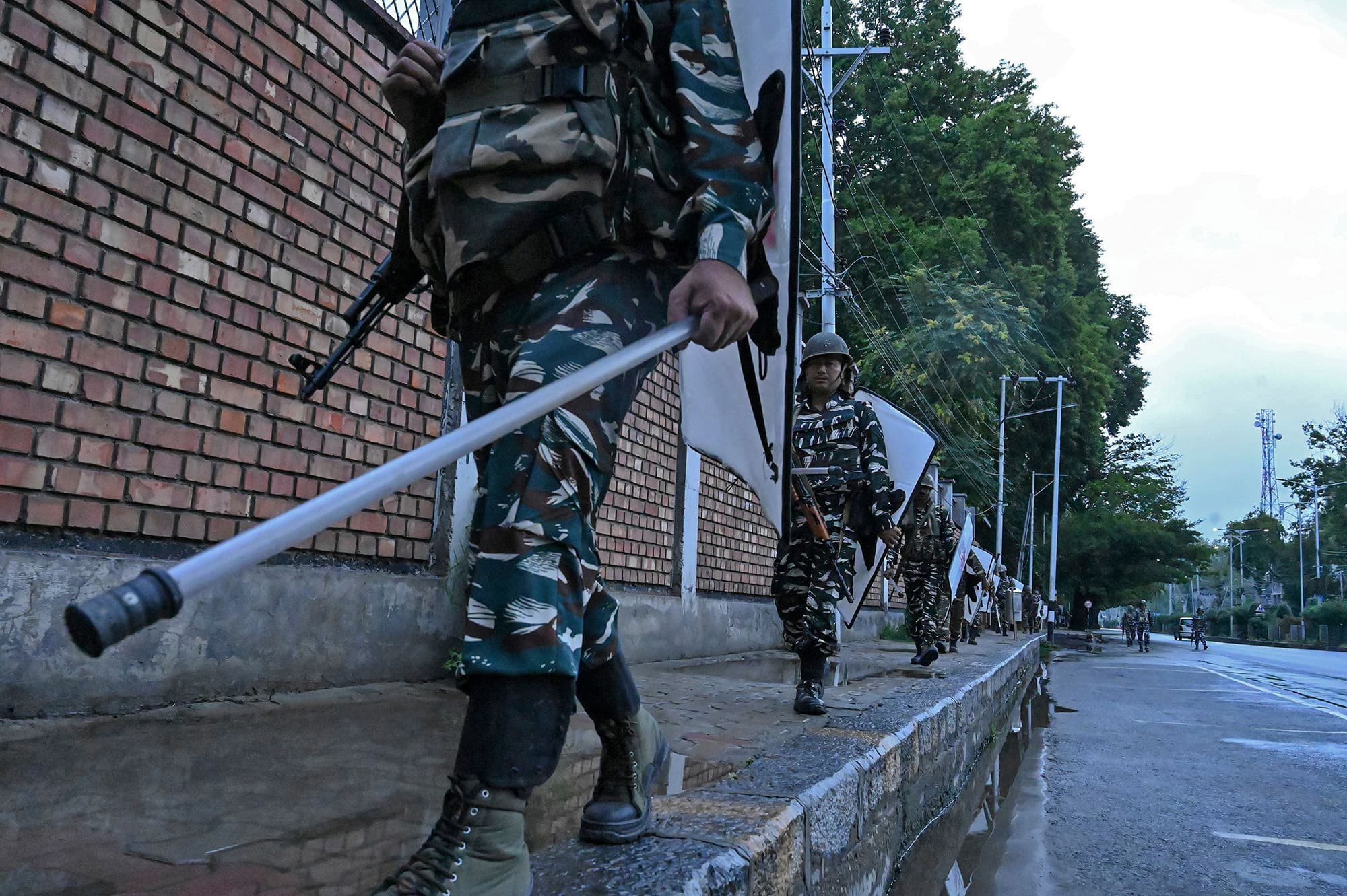 Indian security personnel patrol Srinagar during a lockdown and curfew. ─ AFP