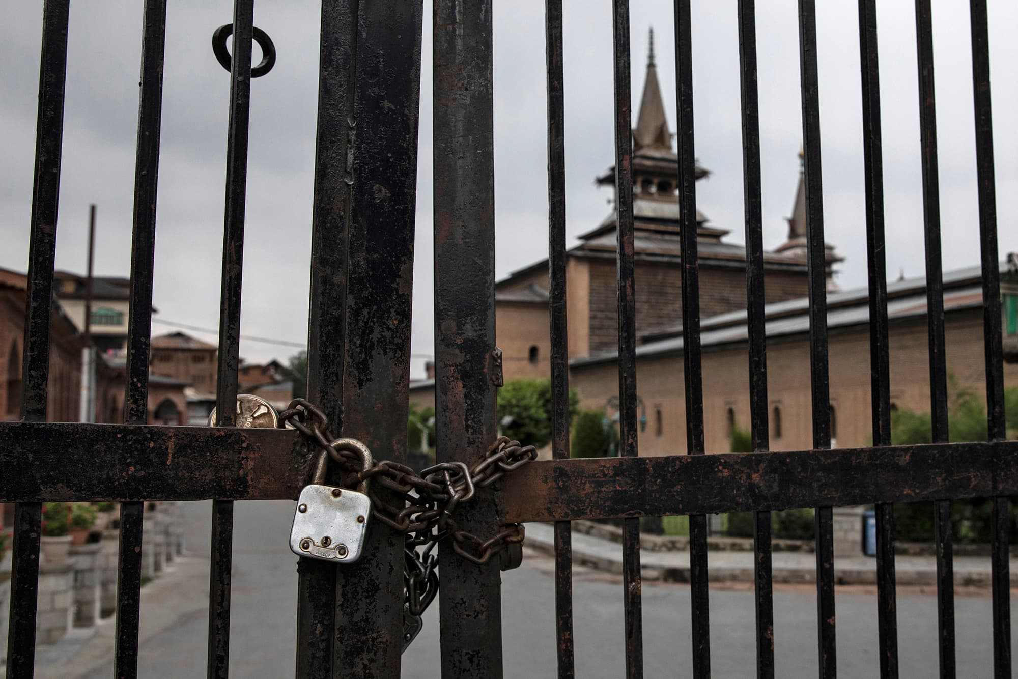 Jamia Masjid in Srinagar is seen locked during restrictions ahead of the Muslim holiday of Eidul Azha as Indian-occupied Kashmir remains under curfew for the 7th consecutive day. ─ Reuters